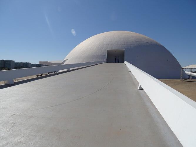Rampa de entrada do Museu Nacional de Brasília