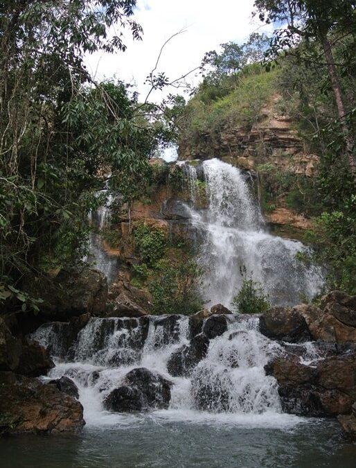 Conheça a Cachoeira do Poço Azul